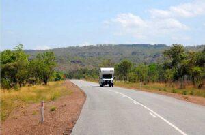 Das Reisemobil ist definitiv das beste Mittel, um Australien zu erkunden. Überall fahren sie herum, die Mietkisten von Apollo, Maui und Britzi. (Foto: Abert/abenteuerosten.de)