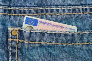 Führerschein in der Tasche? Gut! Dann kann es ja los gehen... (Foto: andibreit/pixabay.com)