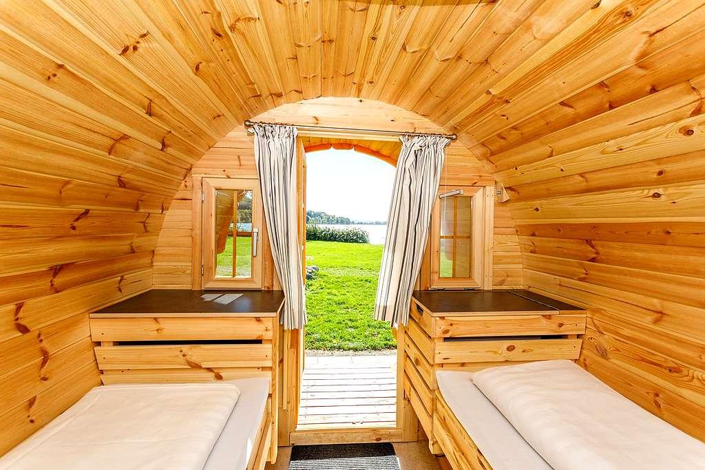 Schlaffässer sind urgemütlich. Ideal um Freunde mit auf dem Campingplatz übernachten zu lassen. (Foto: Dominik Haf)