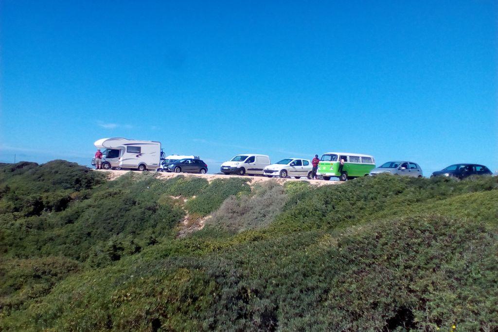 Ein lange Zeit gewohntes Bild in Portugal: Camper an allen Stellen frei stehend. (Foto: tom/dkf)