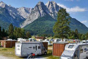Woher das Camping Resort Zugspitze seinen Namen hat, lässt sich leicht erraten. (Foto: Marc Gilsdorf)
