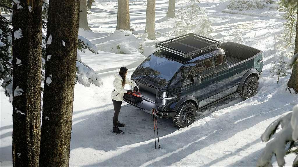 Der Pick-Up bietet interessante Lösungen im Detail. Der abschließbare Kofferraum vorne gehört ebenso dazu, wie die einteilbare Ladefläche. (Foto: Canoo/PR)