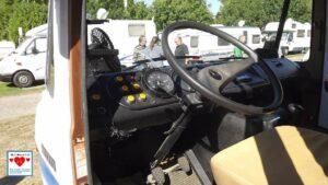 Blick in das Cockpit. Alles in allem sehr überschaubar. Aber es funktioniert und hat Charme. (Foto: tom/dkf)