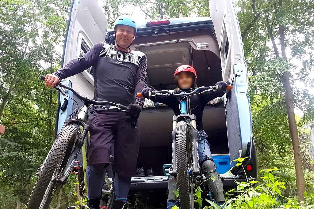 Vater und Sohn auf Campingtour: Pop-Up Camps soll auch Outdoor-Freunde ansprechen. (Foto: Paepcke)