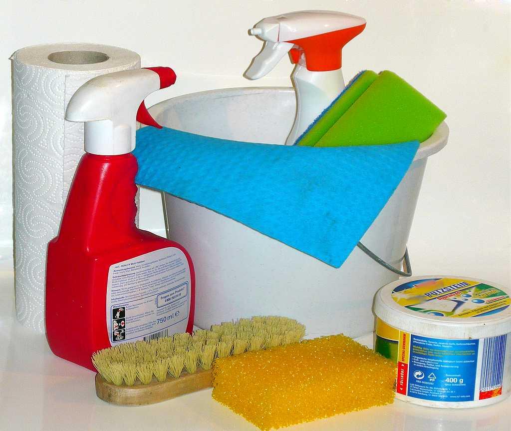 Manch einer schwört auf Hausmittel. Aber Vorsicht: Dichtungen können angegriffen werden. (Foto: html;pixabay.com)