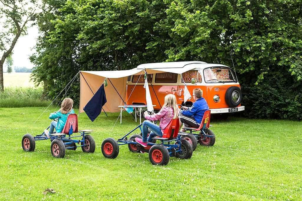 Camping mit Kindern. Roadsurfer hat junge Familien im Blick. (Foto: lentemamaatje; pixabay.com)