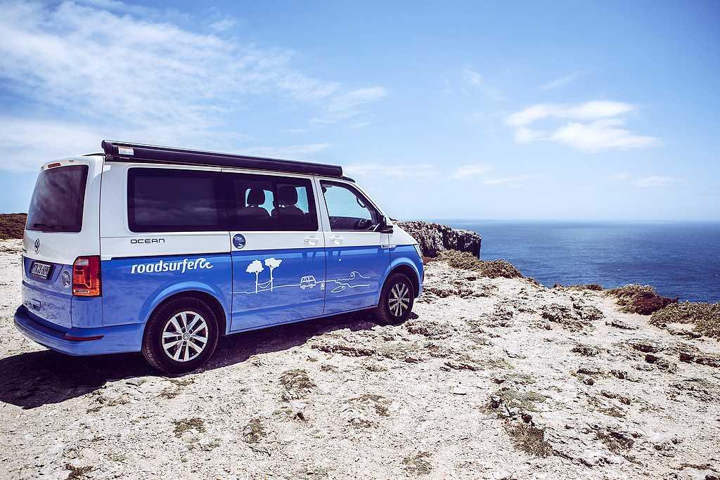 Roadsurfer bietet eine eigene Flotte von fast 2.500 Fahrzeugen der Marken VW, Mercedes Benz, Ford, Westfalia und Bürstner. (Foto: Roadsurfer)