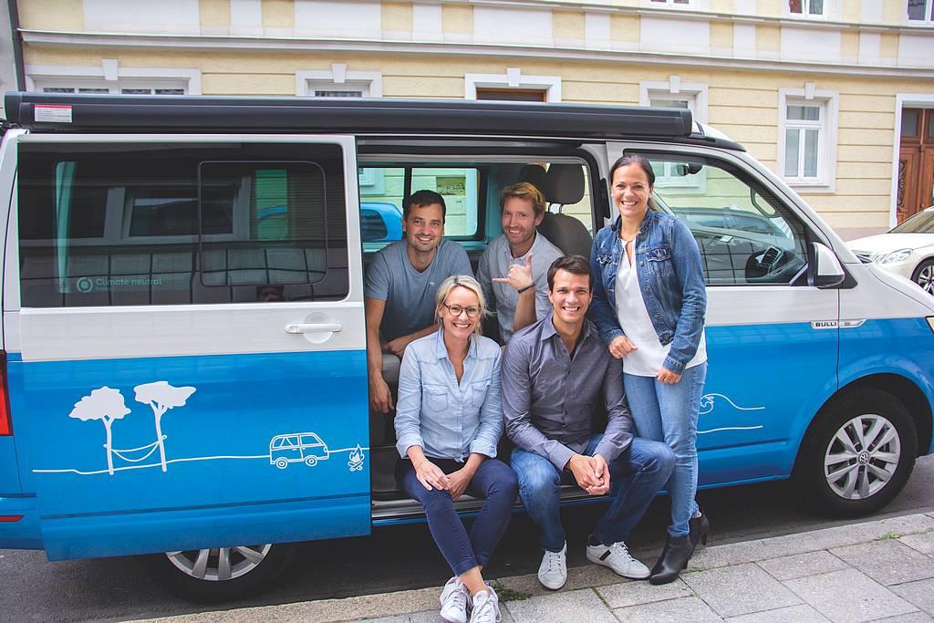 Die Gründer von Roadsurfer haben die urbanen Familien im Blick. Unsere Gesprächspartnerin ist Dr. Susanne Dickhardt (rechts). (Foto: roadsurfer)