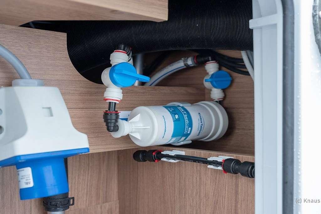 Fest eingebaute Wasserfilter mit Tauschkartuschen sind in Knaus-Fahrzeugen ab Bj. 2020 serienmäßig verbaut. (Foto: Knaus)