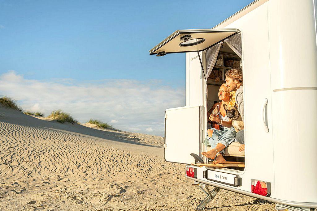 Die Heckklappe rockt. Je nach Tageszeit und Situation macht sich den Camper-Alltag leichter und schöner. (Foto: Hobby)