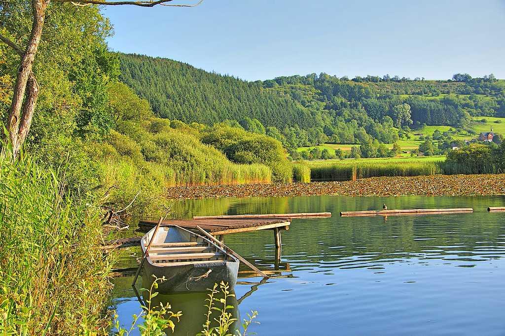 Entspannung und Erholung stellt sich an Gewässern ganz schnell ein. (Foto: pinger/pixabay.com)