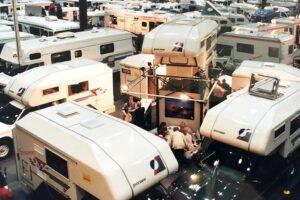 1995: Die Messe ist nach Düsseldorf umgezogen und präsentiert jede Menge Neuheiten. (Foto: Messe Düsseldorf / Tillmann)