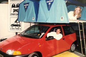 1995: Die Branche präsentiert immer wieder neue Ideen und die Models grinsen um die Wette. (Foto: Messe Düsseldorf / Tillmann)