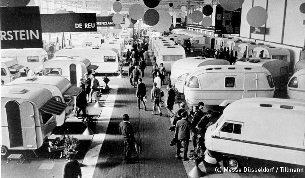 1969: Ein Blick in Halle 7 der Messe Essen. Noch dominieren Caravan die Ausstellung. (Foto: Messe Düsseldorf / Tillmann)