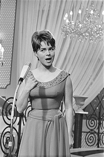 "Song Contest 1962: Conny Froeboss belegt Platz 6 mit ""Zwei kleine Italiener"" (Foto: Harry Pot / Anefo, CC0, via Wikimedia Commons)"