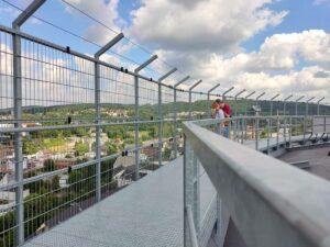 Der Skywalk lädt die Besucher zum Staunen und Entdecken ein. (Foto: tom/dkf)