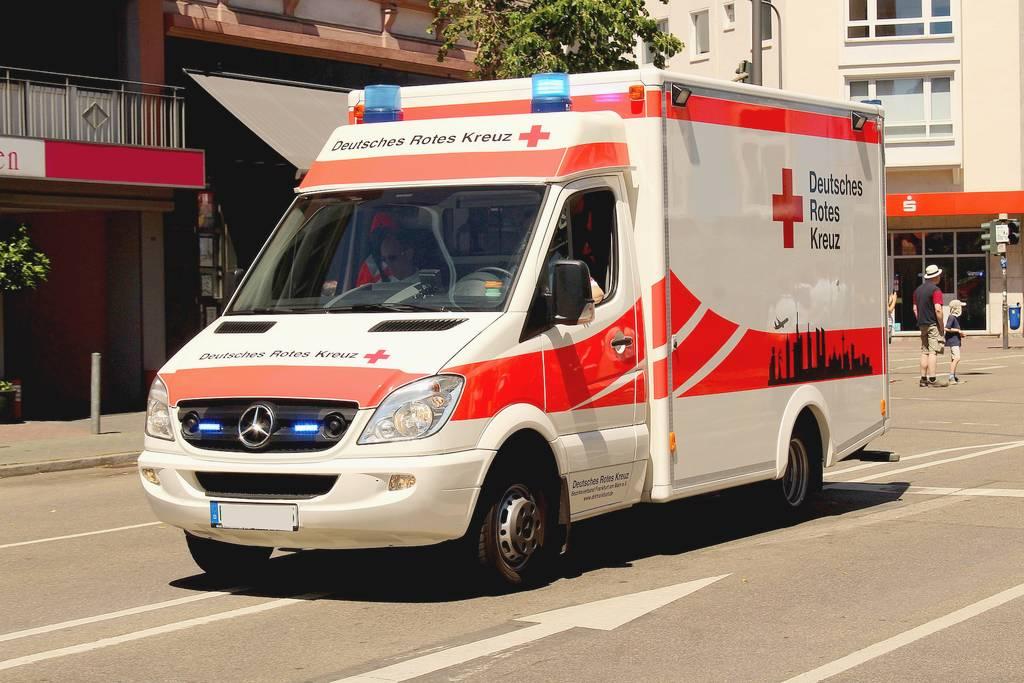 RTW im Einsatz. Oft wiegen die Fahrzeuge mehr als 3,5 Tonnen. (Foto: AlexDE; pixabay.com)